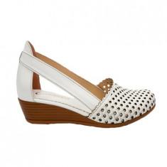 Pantof alb cu talpa plina cu inaltime de 3,5 cm si varf rotund