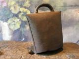 Design / Decor / colectie - Vechi clopot / talanga din metal model deosebit !