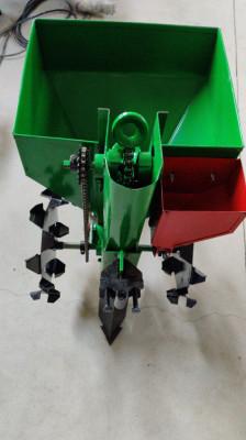 Masina de plantat cartofi pentru motocultor pe un rand, cu fertilizator inclus foto