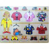 Cumpara ieftin Puzzle de lemn cu haine Baby Mix