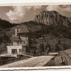 Regiunea lacului Rosu (Ghilcos) 1936 hotel si statie de autobuz, garaj, reclame