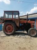 VÂND TRACTOR 650 CU PLUG, SEMĂNĂTOARE, TRANCAR ȘI ALTE PIESE DE TRACTOR