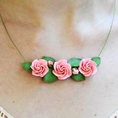 Colier trandafiri roz