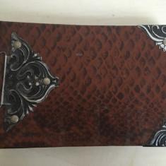 Album foto vechi, romanesc, legat in piele, cu ornamente metal 19x12 cm