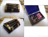 Casetă artizanală pt. bijuterii, din os, cu închizătoare și balamale din alamă