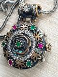 Medalion - pandantiv si lantisor argint 925 -RUBINE-SMARALDE-ZIRCONII - vintage, Femei