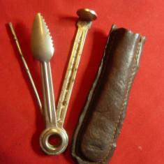 Instrumente vechi pt curatat Pipa , in etui piele , Germania , L=8cm