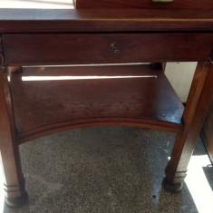 Masa lemn masiv cu sertar si cheie sculptata picoare rotunde