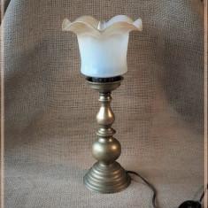 Veioza veche din bronz cu abajur din sticla, veioza vintage