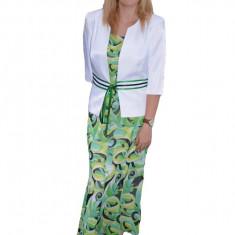 Costum elegant, alb-verde, cu imprimeu abstract deosebit