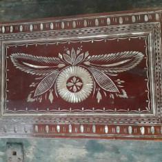 Cutie romaneasca din lemn cu model incrustat perioada comunista