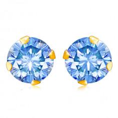Cercei din aur 9K - zirconiu rotund, într-o culoare albastru deschis ținut între cleștișori