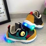 Cumpara ieftin Adidasi negri ratusca f moi si usori cu lumini LED beculete pt baieti 24