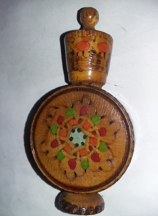Plosca veche decor Lemn Sticluta parfum-artizanat BULGARIA per.comunista,T.GRAT