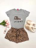 Cumpara ieftin Pijama dama ieftina bumbac scurta cu pantaloni animal print si tricou gri cu imprimeu Tenis Just like this