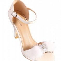 PDS95-2 Sandale albe accesorizate cu puf in fata