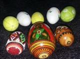 3 oua lemn vechi incondeiate cu margelute/icoane religioase/motive traditionale
