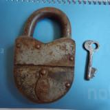 Lacat vechi cu cheie