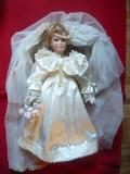 Papusa Mireasa- de colectie cu cap ,maini ,picioare portelan ,suport metalic 43c