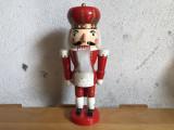 Soldat spargator de nuci,artizanat german din lemn pictat
