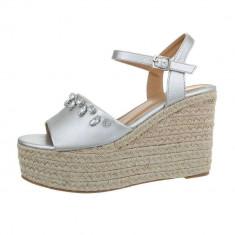 Sandale trendy, cu toc si platforma foto