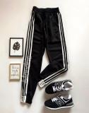 Cumpara ieftin Pantaloni dama casual negri tip jogger cu dungi laterale negre si imprimeu YES