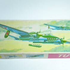 n Macheta avion vechi TU-2 model kit vechi Germania anii 1980 1:72