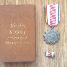 (3)  MEDALIA A XXV-A ANIVERSARE A ELIBERARII PATRIEI