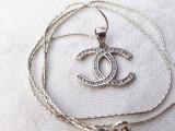 MEDALION argint COCO CHANEL splendid IMPECABIL elegant DE EFECT pe Lant argint