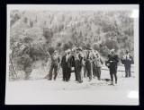 FOTOGRAFIE DE GRUP IN PASUL LAINICI , FOTOGRAFIE MONOCROMA, PE HARTIE LUCIOASA , PERIOADA POSTBELICA