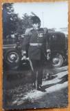 Fotografie , ofiter superior langa masina , Ramnicu Sarat , interbelica