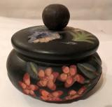 Caseta lemn pentru bijuterii, motive flori de munte, sculptata si pictata manual