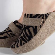 Papuci de casa MUBB bej cu negru din lana cu platforma (cod 6623)