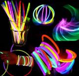 SET 100 BETISOARE BRATARI LUMINOASE GLOW STICKS COLORATE pentru petrecere