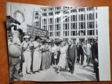 fotografie originala nicolae ceausescu,elena ceausescu-vizita de lucru anii '80