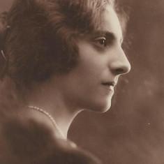 Fotografie portret doamna poza veche interbelica