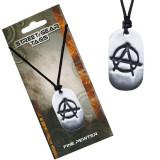 Colier negru, pandantiv șlefuit din metal, simbolul anarhiei