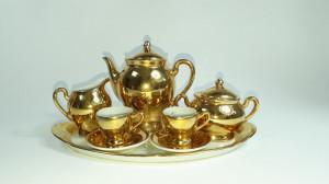 n Set vechi de ceai in miniatura, portelan aurit