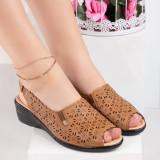 Sandale dama cu platforma maro Bindelia