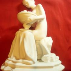 Statueta -Femeie nud sezand ,cu un cos fructe , h=22cm CERO -Romania