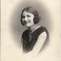 Fotografie portret tanara studio Boni Calarasi poza veche romaneasca interbelica