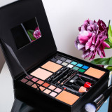Cumpara ieftin Trusa Machiaj Multifunctionala Make up Box MaxMore cu 39 piese