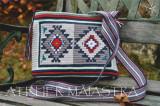 Geantă handmade croșetată ornamentată cu motivul popular din Banat ciutura