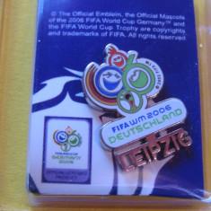 Insigna fotbal - Campionatul Mondial GERMANIA 2006 (produs oficial)