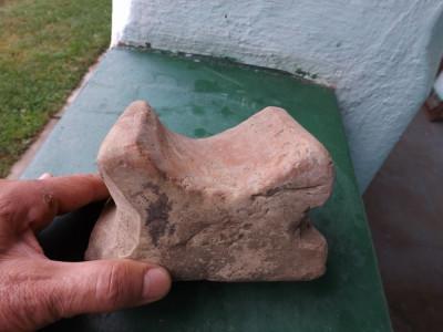 Arta ceramica.Suport din lut ptr.rotit colac secuiesc. foto