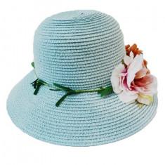 Palarie de vara, nuanta albastru deschis, cu trandafiri pastelate