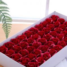 SET 50 TRANDAFIRI DIN SAPUN CU MIROS,PENTRU DECORATIUNI ROMANTICE,CADOU SUPER.