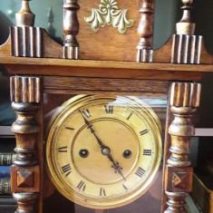 Ceas mecanic cu pendul de birou sau semineu