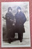 Portret de cuplu. Fotografie tip carte postala datata 1925 - Foto Modern, Buc.