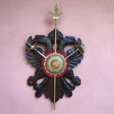 Panoplie veche miniaturala,Toledo,sculptata in lemn,cu sabii si sulita